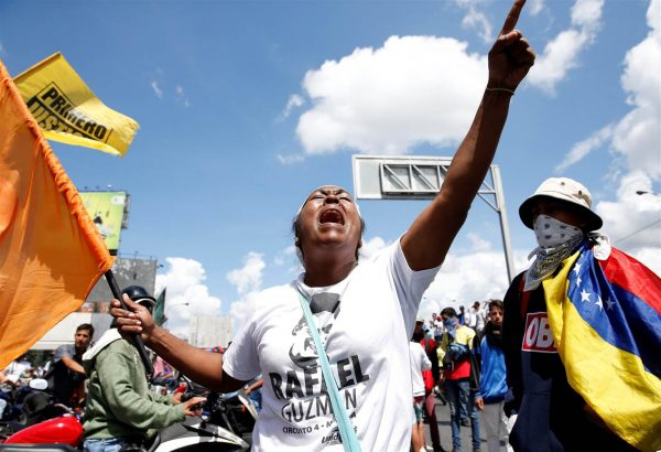 160901-venezuela-protesters_93a9b00eee9bba8fee04cb27bad5ad1b.nbcnews-ux-2880-1000