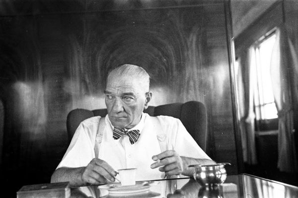 AtaturkTrendeKahvesiniIciyor