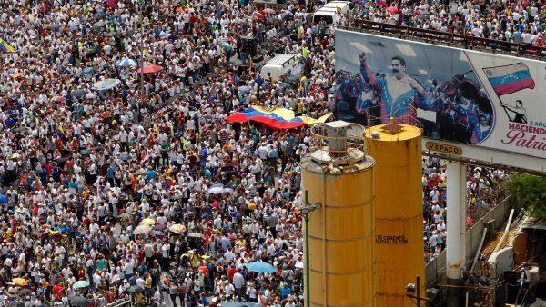 H11_Venezuela_Crowd