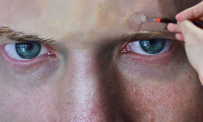 Incredible-artist-portraits-that-are-so-lifelike-they-look-more-like-photographs-than-paintings-58fbb99949791__700