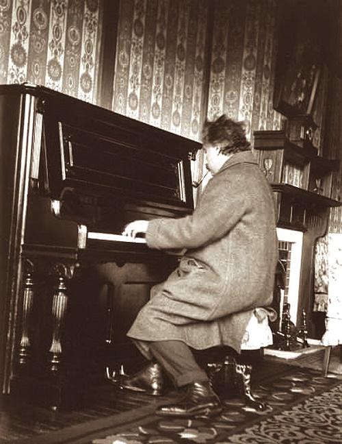 einstein-piyano