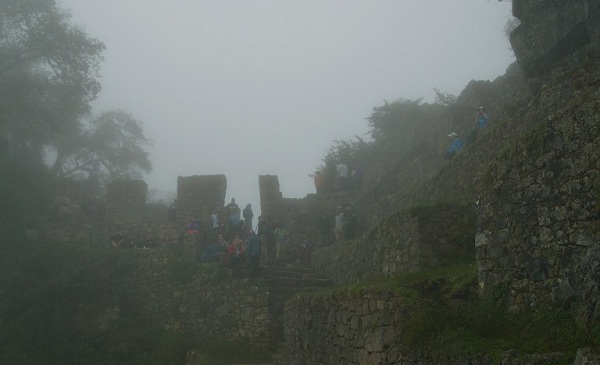 10sun-gate-machu-picchu-in-fog