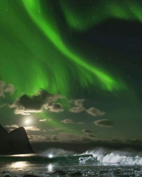 17-Three-times-world-champion-Mick-Fanning-surfing-under-the-Northern-lights