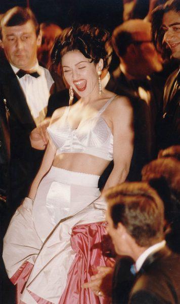 1991-Madonna-stepped-scene-promote-docu-film-Bed