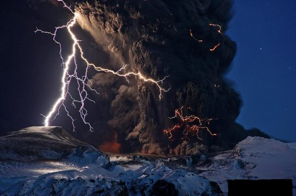 6-Lightning-in-Volcanic-eruption-in-Iceland