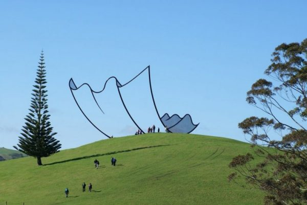8-A-sculpture-in-New-Zealand-designed-to-look-like-a-cartoon.-e1494344435455
