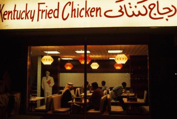 Abu-Dhabide-KFCnin-patronları-1975