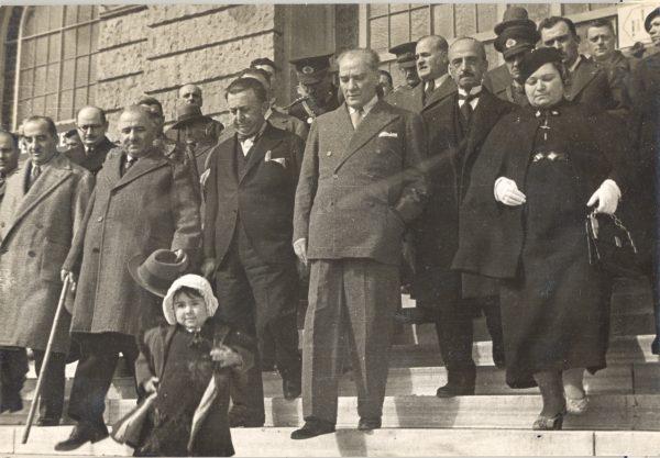 Atatürk-ve-Çocuklar-3