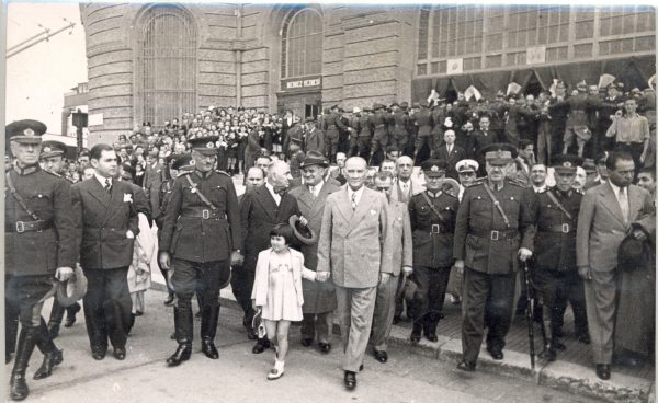 Atatürk-ve-Çocuklar-8