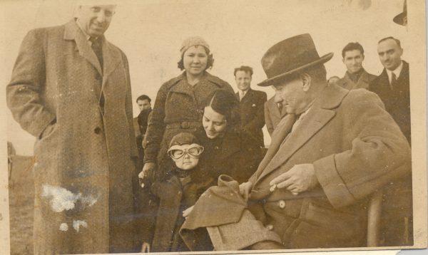 Atatürk-ve-Çocuklar-9