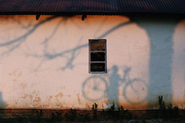 Bisikletli-adamın-gölgesi-Zambezi-Nehri-1996