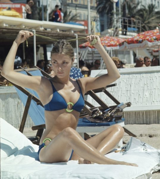 Valley-Dolls-star-Sharon-Tate-got-some-sun-during-festival