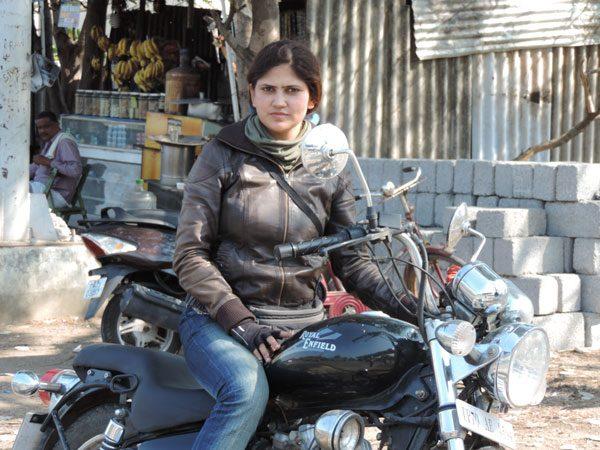 roshni_sharma_biker