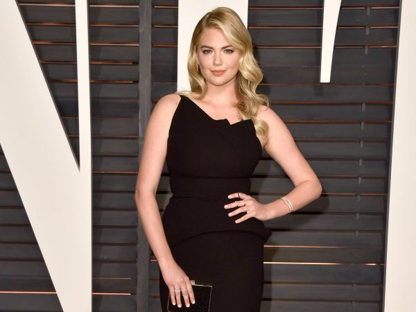 sports-illustrated-swimsuit-covergirl-kate-upton-can-pull-300-pounds-in-a-move-called-the-bear-crawl