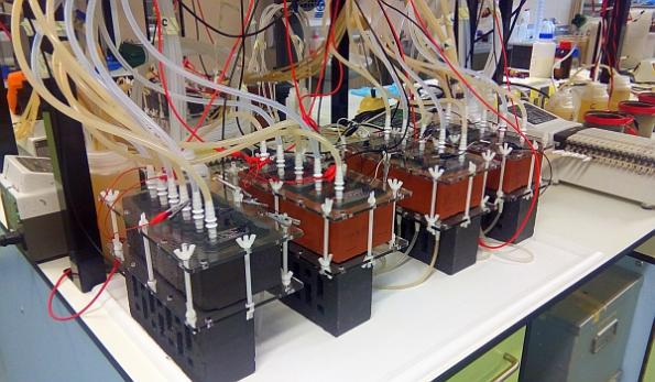 2016-10-24-s20_smart_brick_microbial_fuel_cell
