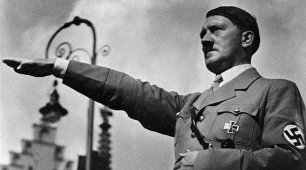 3. Kitaplar Nazilerce yakılmaya başlanır