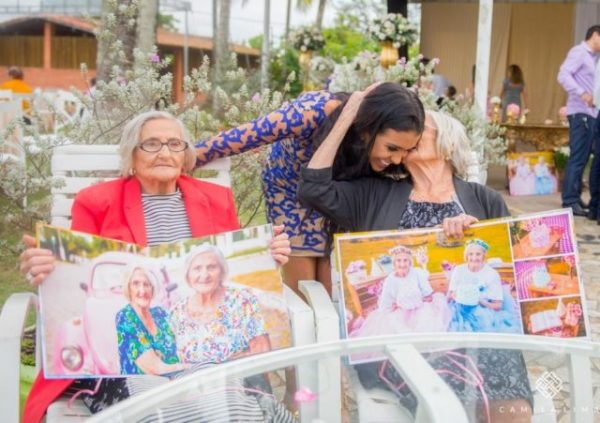 Camila-Lima-captured-the-photos-of-twins-celebrating-their-100th-birthday.-640x451