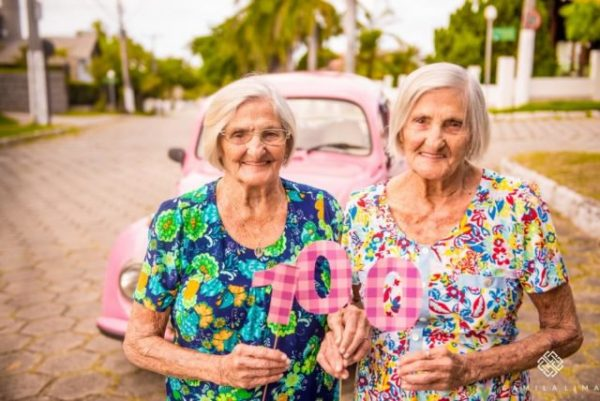 Maria-Pignaton-Pontin-and-Paulina-Pignaton-turned-100-years-on-May-20-2017.-640x428