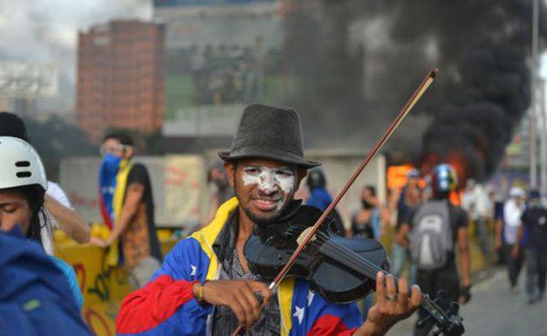Violinista-Wuilly-Arteaga-Protestas