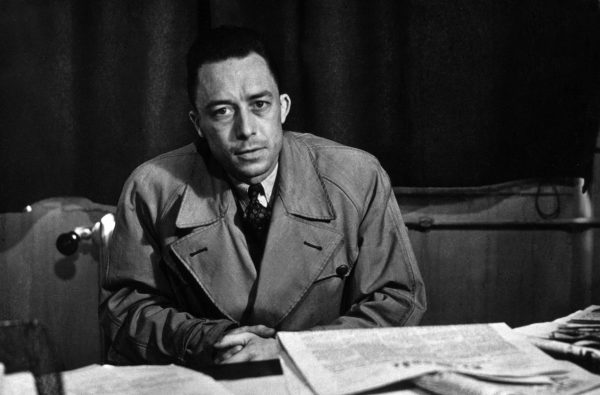 L'ecrivain Albert Camus (1913-1960) au journal Combat ou il restera de 1944 a 1947, 1946 --- French writer Albert Camus (1913-1960) at Combat paper where he was from 1944 to 1947, 1946  Rue des Archives / Reporters
