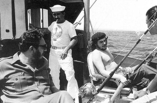 che-guevara-fidel-castro-fishing-1960