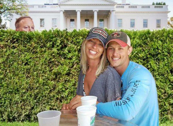 funny-engaged-couple-photobomb-photoshop-request-11-5954e0ff03ed4__605