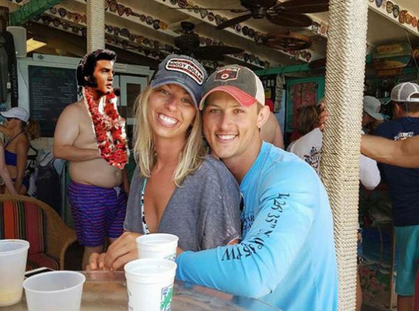 funny-engaged-couple-photobomb-photoshop-request-24-5954e1161b94b__605