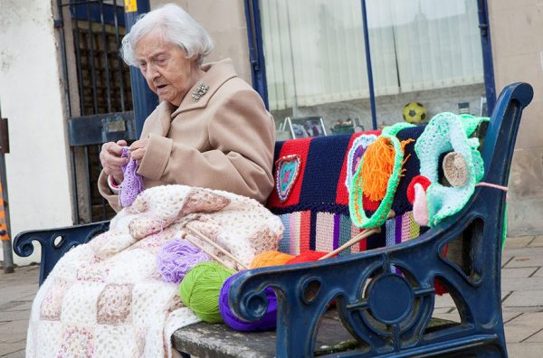 grandmother-yarn-bomb-uk-souter-stormers-knitting-104-year-old-grace-brett-5