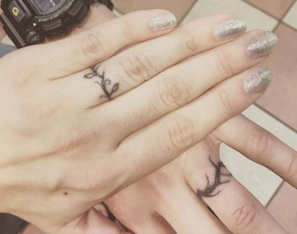 some-brides-and-grooms-are-getting-creative-with-ring-style-tattoos