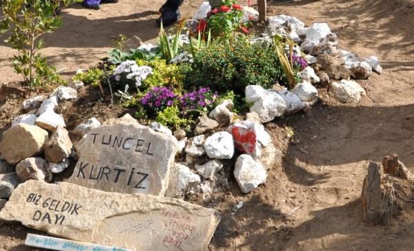 tuncel-kurtiz mezar