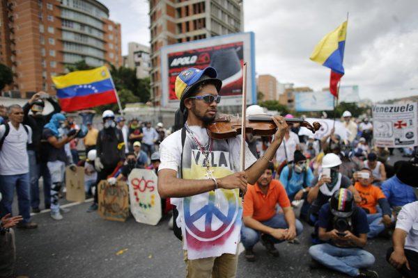Venezuela Protesting Violinist