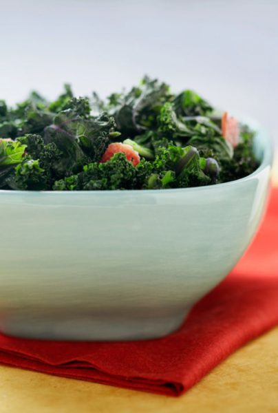 54ff637c847ce-look-younger-foods-kale-xln