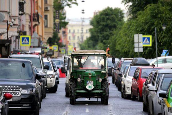 81-yasindaki-winfried-langner-eski-traktoruyle-almanyadan-st