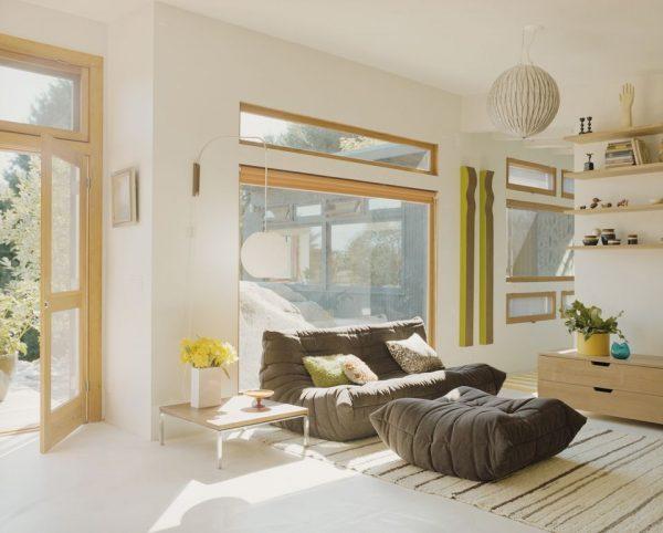 Airy-living-room-GettyImages-91947066-58d2e4e63df78c51625e1f9c