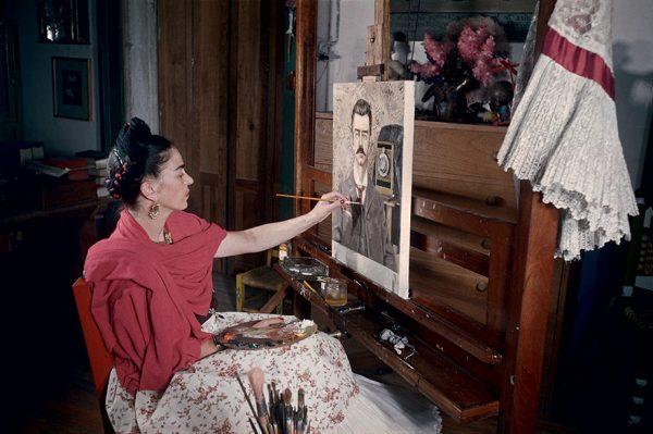 frida-kahlo-rare-photos-gisele-freund-1-595cd85db346b__880