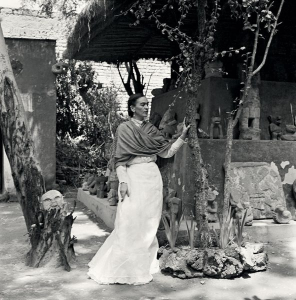 frida-kahlo-rare-photos-gisele-freund-11-595cd87b0e5de__880