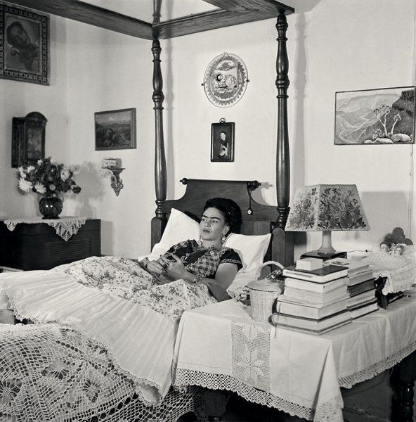 frida-kahlo-rare-photos-gisele-freund-17-595cd88c06975__880
