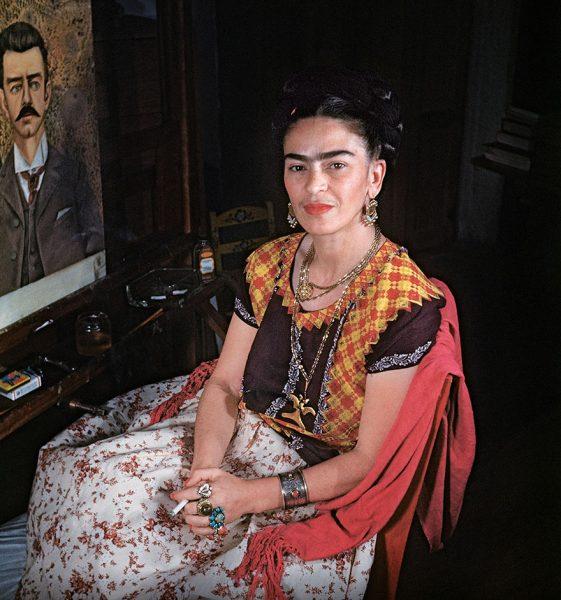 frida-kahlo-rare-photos-gisele-freund-2-595cd86113f96__880