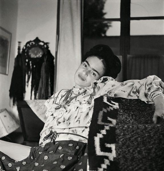 frida-kahlo-rare-photos-gisele-freund-3-595cd863cad42__880