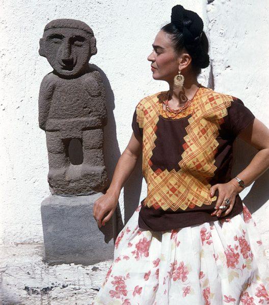 frida-kahlo-rare-photos-gisele-freund-5-595cd86928001__880