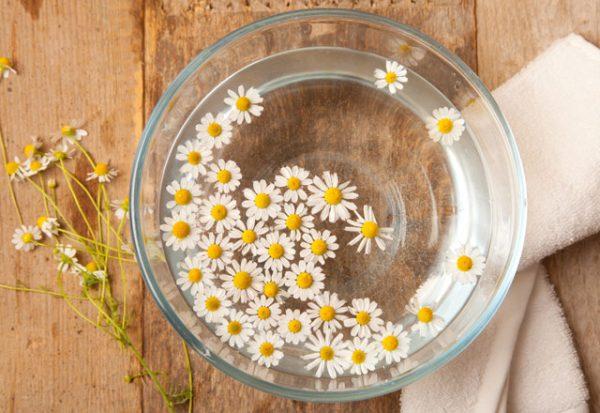 saclarinizin-rengini-papatya-suyu-ile-acin-9511461