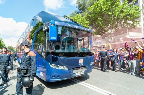 barcelona arrives bus