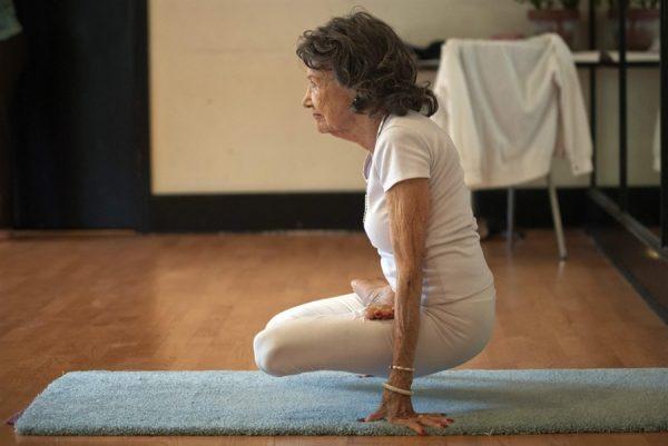 tao-porchon-lynch-93-oldest-yogi-2