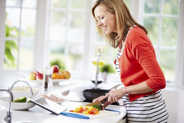 woman-in-kitchen-cutting-vegetables