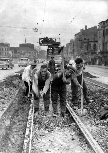 Beyoğlu tramvay hattı söküm çalışmaları 1940