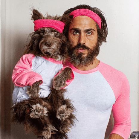 köpeğiyle_aynı_giyinen_adam (1)