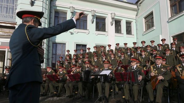 perform-photo-singers-moscow-orchestra-members-choir_aa42d98c-caa4-11e6-afe5-88e9648d1b9f