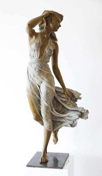 realistic-female-sculptures-luo-li-rong-17-59c8a3f0deb7e__700