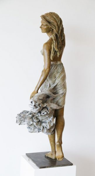 realistic-female-sculptures-luo-li-rong-18-59c8a3f2bbee3__700