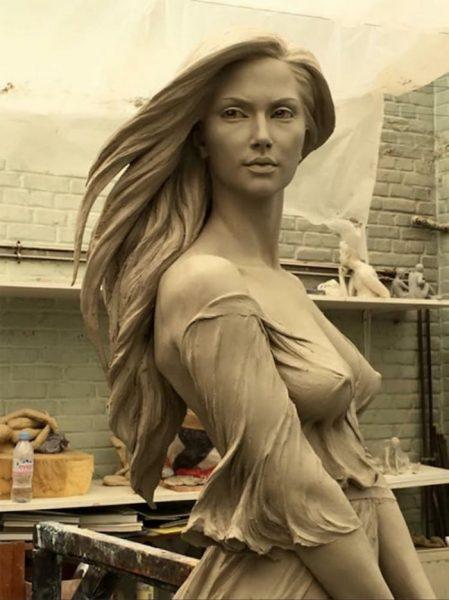 realistic-female-sculptures-luo-li-rong-30-59c8a40d503c7__700
